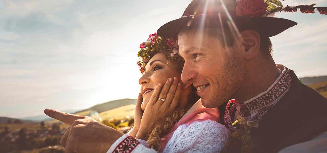 """Svadba vo folklórnom štýle - Bezankári Evka a Jožko si povedali """"Áno"""" v krojoch"""